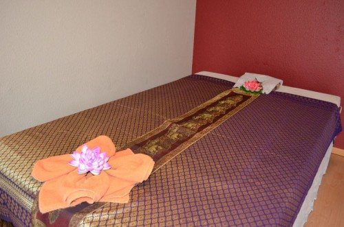 Thai Massage Bett 2